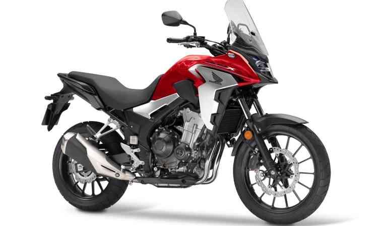 HONDA CB 500X Com novo para-lama dianteiro curto, novo painel, nova iluminação com LED e novo guidão, a CB 500X ganhou mais curso nas suspensões. O motor de dois cilindros tem 48cv. - Honda/Divulgação