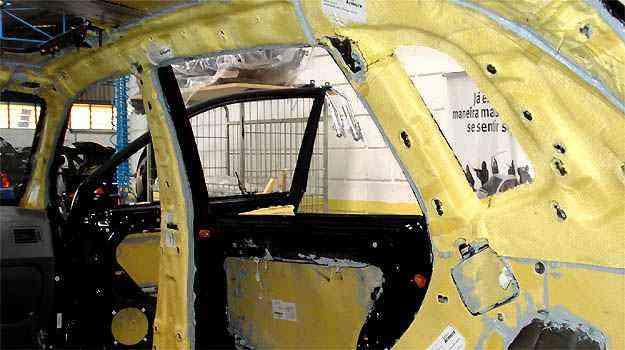 Blindagem do veículo leva 15 dias úteis. Foto mostra o revestimento de Kevlar - Du Pont/Divulgação