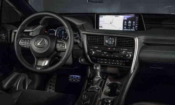 Interior do RX350 materiais nobres como couro e madeira(foto: Estúdio Malagrine/Lexus/Divulgação)