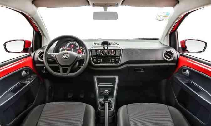 Todas as versões são equipadas com ar-condicionado, direção elétrica e volante multifuncional(foto: Pedro Danthas/Volkswagen/Divulgação)