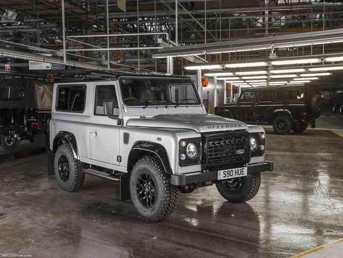 Land Rover faz edição limitada do Defender em comemoração aos 2 milhões de unidades produzidas. Modelos serão leiloados para arrecadar fundos à Cruz VermelhaLand Rover / Divulgação e NetCarShow/ Divulgação