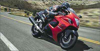 Nome foi inspirado em falcão japonês, que também ultrapassa os 300 km/h - Fotos: Suzuki/Divulgação