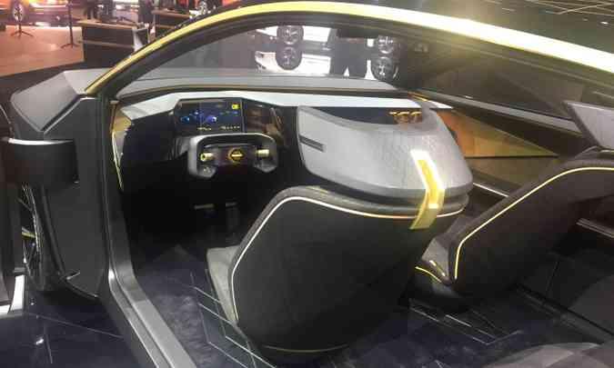 O interior do Nissan IMs é futurista e o motorista pode optar pela condução totalmente autônoma(foto: Enio Greco/EM/D.A Press)