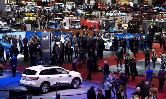 Nos sete pavilhões, os visitantes podem conferir as principais novidades da indústria automotiva(foto: Fabrice Coffrini/AFP)