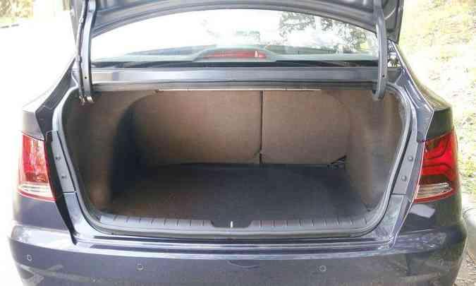 Porta-malas tem volume de 475 litros(foto: Adriano Sant' Ana/EM/D. A Press)