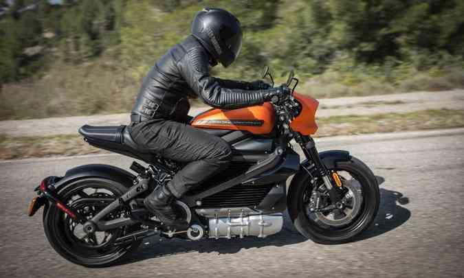 A frenagem conta com duplo disco na dianteira e uma espécie de freio motor(foto: Harley-Davidson/Divulgação)