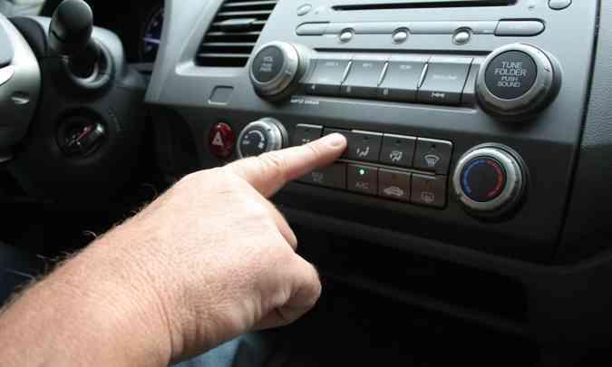 O ar-condicionado pode aumentar o consumo de combustível em até 2%(foto: Marlos Ney Vidal/EM/D.A Press - 26/2/10)