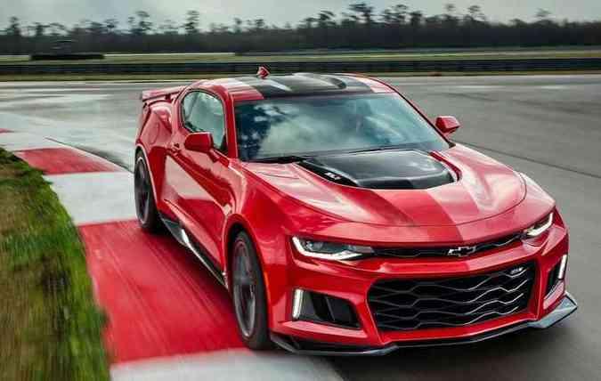 Equipado com motor V8 6.2 Supercharger, o ZL1 já teve aperfeiçoamentos dinâmicos, colocando em questão sua potência de 649 cavalos (foto: Camaro/Divulgação)