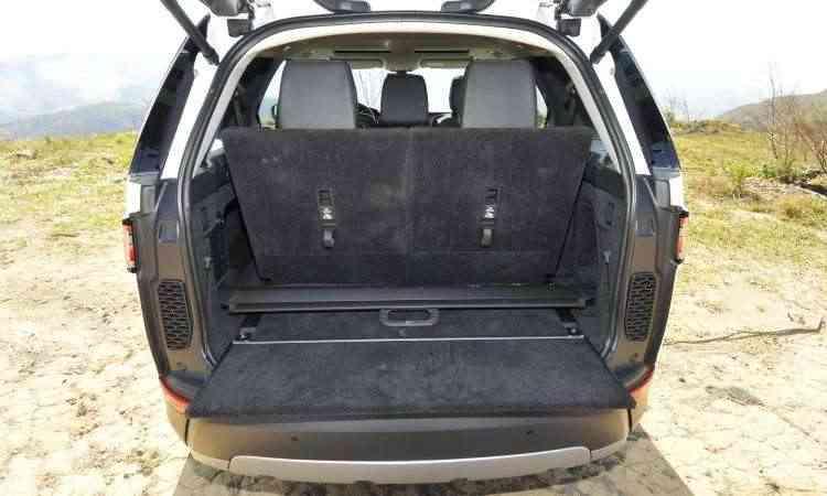 Com os sete lugares em uso, espaço do porta-malas é pequeno - Juarez Rodrigues/EM/D.A Press