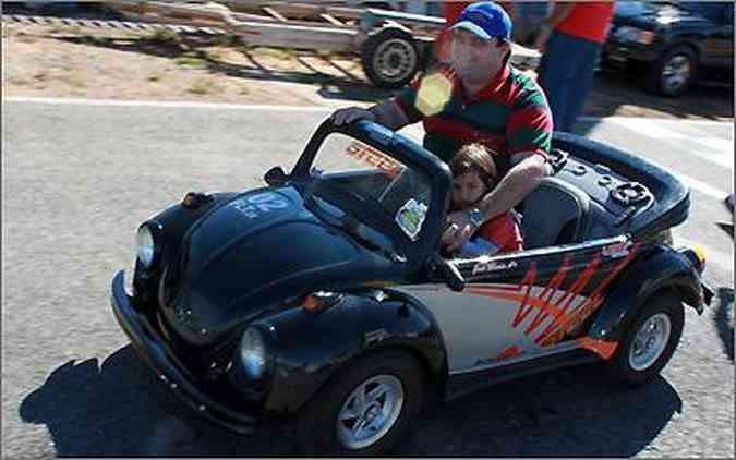 O pequeno Fusca é equipado com motor 100 cm³ de Honda Biz