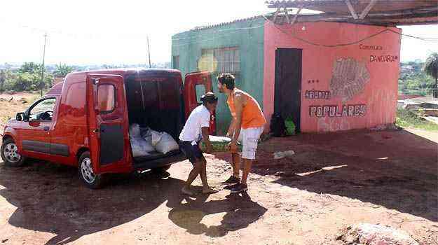 E o furgão fez seu trabalho solidário deste Natal - Marcello Oliveira/EM/D.A PRESS