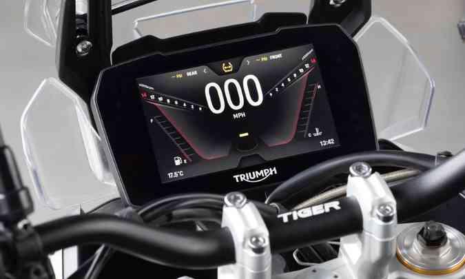 A versão GT Pro tem painel em tela TFT de sete polegadas de diâmetro (foto: Triumph/Divulgação)
