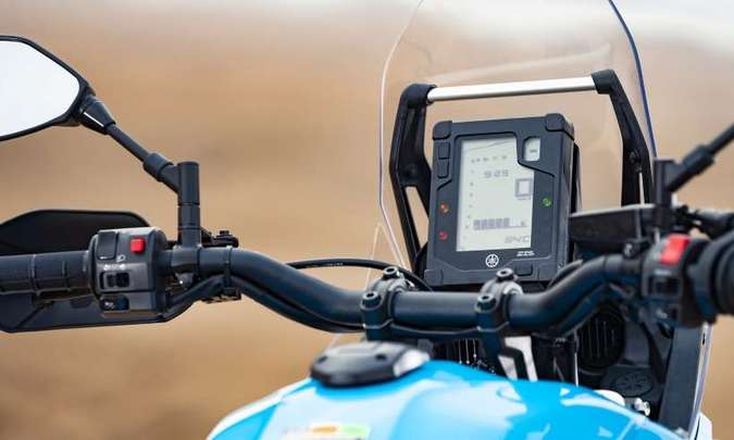 O painel tem tela digital, disposta como nas motos de rally(foto: Yamaha/Divulgação)