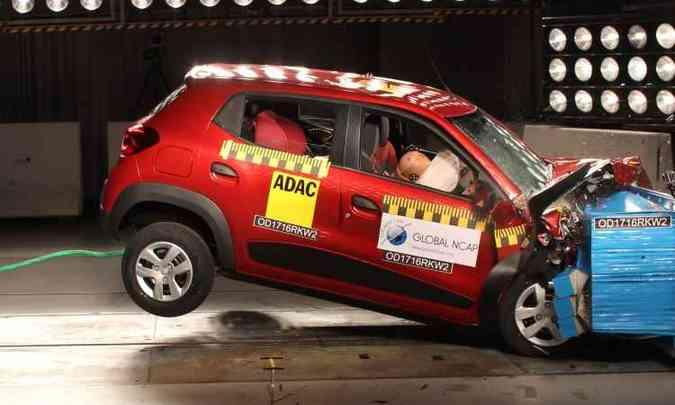A segunda unidade usada no crash teste, com bolsa inflável, melhorou a proteção para cabeça e pescoço do motorista(foto: Global NCAP/Divulgação)