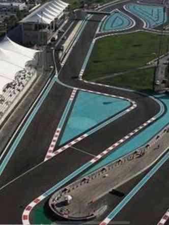 Os clientes se divertem na pista do autódromo de Fórmula 1 YAS Marina, em Abu Dhabi(foto: Yas Marina Circuit Ninthdegree Dubai/Divulgação)