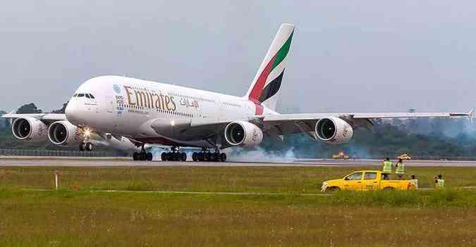 A380 pousa em Guarulhos e até o pessoal de terra parou para ver(foto: Rodrigo Cozzato/GRU Airport/Divulgação)