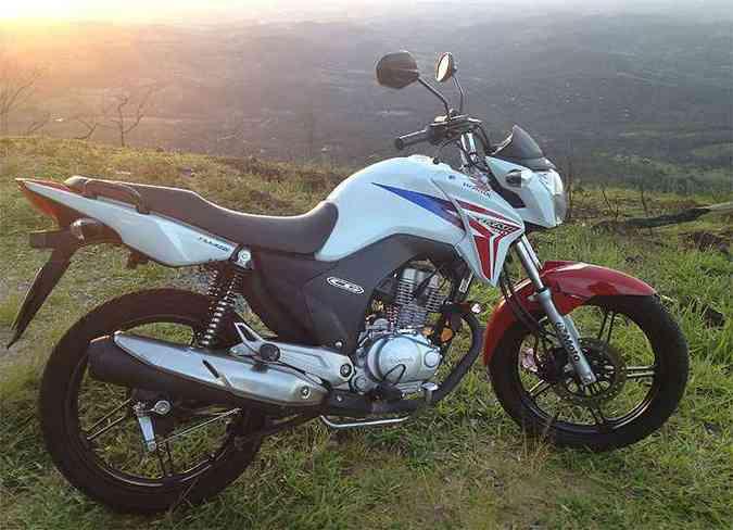 Luan comprou moto zero quilômetro para não ter dor de cabeça, mas acabou desiludido com marca(foto: Luan Tinum/Arquivo Pessoal)