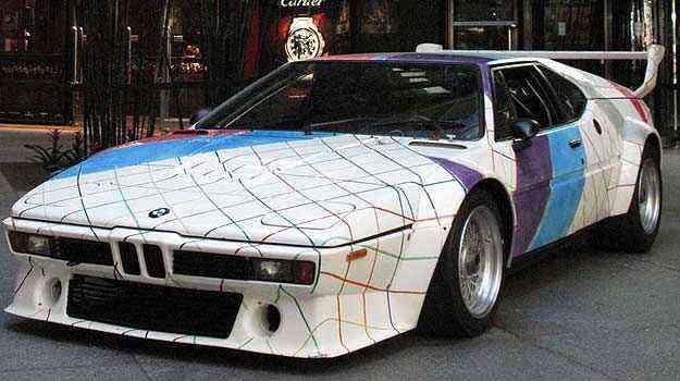 Propriedade do museu Guggenheim, o BMW M1 1979 pintado por Frank Stella deve ser arrematado pelo fabricante - Bonhams/Divulgação