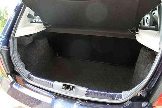 Porta-malas é bem dimensionado, mas não tem abertura interna(foto: Marlos Ney Vidal/EM/D.A Press)