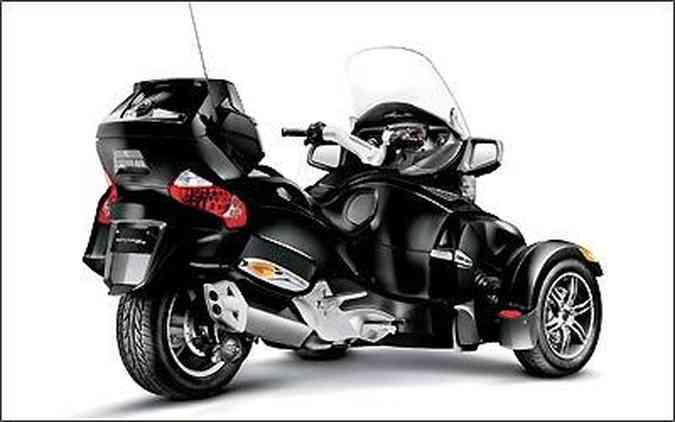 O motor conta com 100 cv de potência a 7.500 rpm e 10 kgfm de torque a 5.500 giros