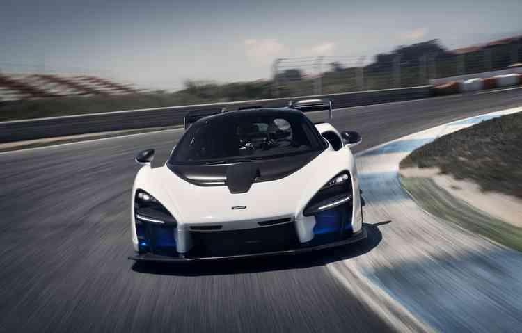 Com 800 cavalos de potência máxima, o modelo pode chegar a velocidade máxima de 340 km/h - Divulgação