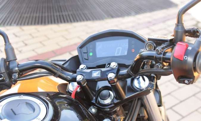 O painel digital blackout conta com sistema antireflexo e o computador de bordo(foto: Beto Novaes/EM/D.A Press)