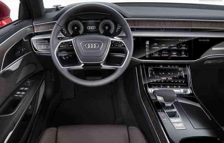 A8 é capaz de identificar buracos, massagear os pés dos passageiros de trás e até se estacionar sozinho - Audi/Divulgação