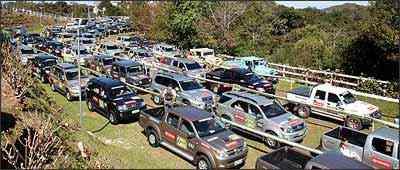Mais de 120 carros reúnem pilotos e navegadores que aguardam pacientemente a vez na largada - Marlos Ney Vidal/EM - 21/07/07