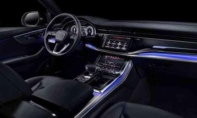 O interior tem acabamento sofisticado e muita tecnologia ao alcance do motorista(foto: Chris Castanho/Audi/Divulgação)