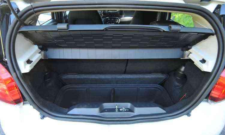 Porta-malas é pequeno e a desajeitada caixa organizadora é opcional -  Jair Amaral/EM/D.A Press