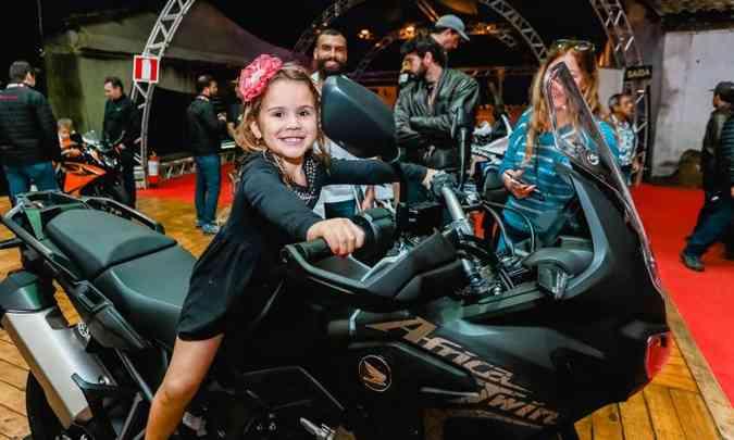 As crianças também se divertiram em meio às motos, sendo algumas mais ousadas(foto: Bike Fest/Divulgação)