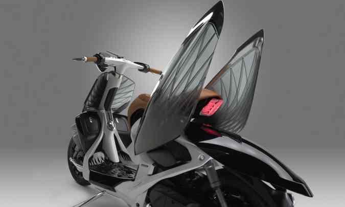 Quando abertas, as tampas laterais transparentes se transformam em asas(foto: Yamaha/Divulgação )