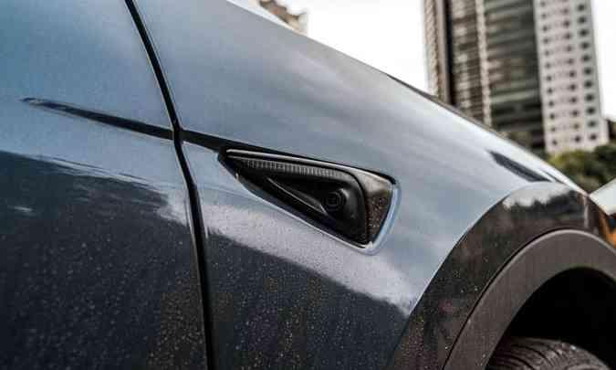 O modelo conta com sensores e câmeras de 360 graus que monitoram tudo que circula em volta do carro(foto: Jorge Lopes/EM/D.A Press)