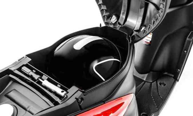 O porta-malas sob o banco tem capacidade de 14 litros(foto: Yamaha/Divulgação)