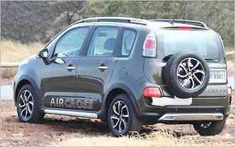 Estepe do lado de fora é uma das características do carros de apelo fora de estrada, como o Aircross