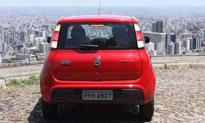 Equipado com motor 1.0 flex de 75cv com etanol, o Fiat Uno cobra caro pelo que oferece (foto: Edésio Ferreira/EM/D.A Press)