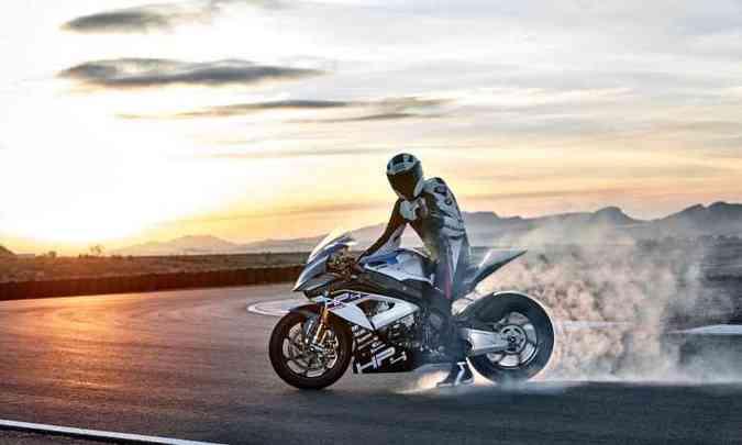 Para facilitar a pilotagem e tornar a moto um pouco menos arredia, o controle de largada ajuda(foto: BMW/Divulgação)