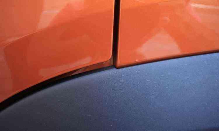 Portas traseiras estavam bastante desalinhadas -  Edésio Ferreira/EM/D.A Press
