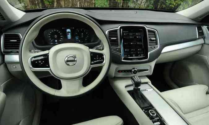 O interior do utilitário é sofisticado e conta com materiais de boa qualidade...(foto: Euler Junior/EM/D.A Press.)