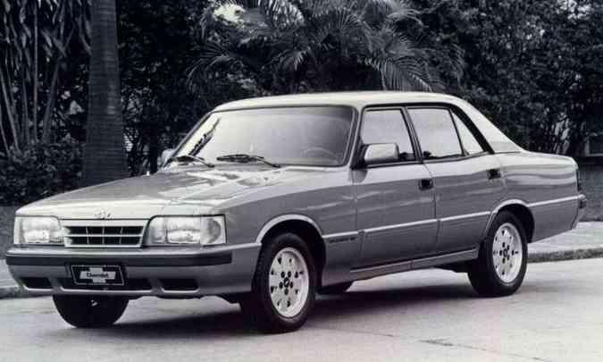 Opala Diplomata 1992, quando modelo já havia ganhado sua última reestilização e estava disponível só como sedã(foto: Chevrolet/Divulgação)