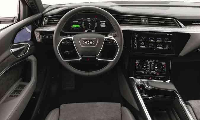 O e-tron Sportback não tem o interior tão sofisticado quanto o do novo Audi Q7(foto: Audi/Divulgação)