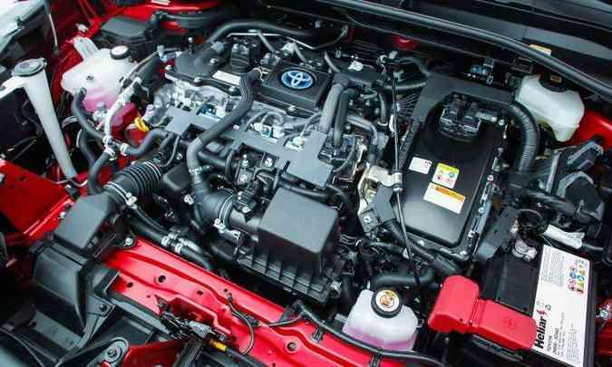 A versão híbrida tem um motor 1.8 flex de 101cv e dois elétricos de 72cv(foto: Toyota/Divulgação)