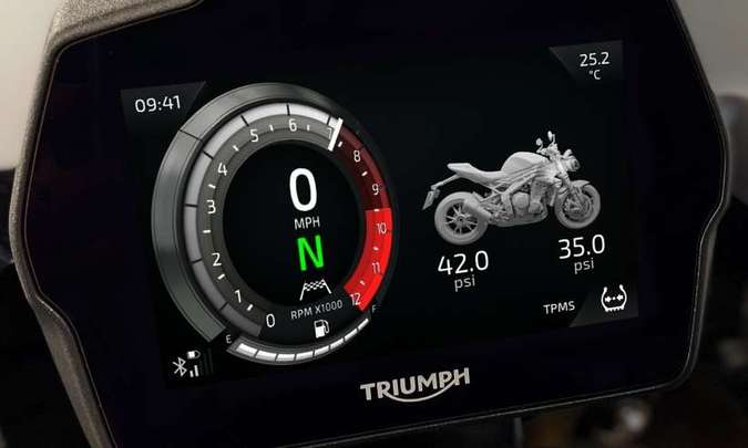 ...e ainda traz informações sobre a moto, como a pressão dos pneus(foto: Triumph/Divulgação)
