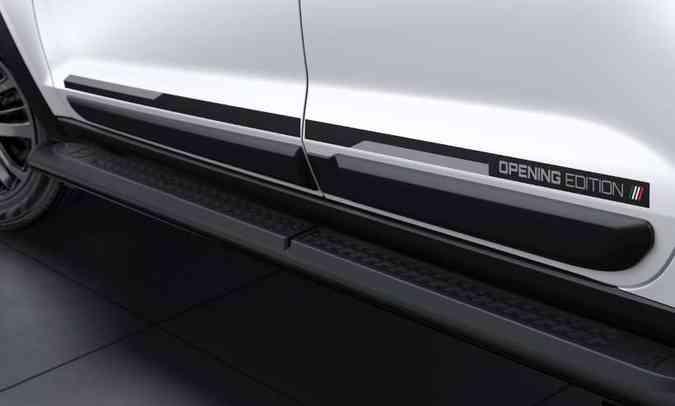 O nome Opening Edition aparece em adesivo colado nas laterais da picape(foto: Fiat/Divulgação)