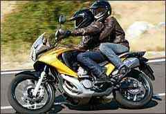A roda dianteira, agora com aros de 19 polegadas, confere mais agilidade nas curvas - Fotos: Honda/Divulgação