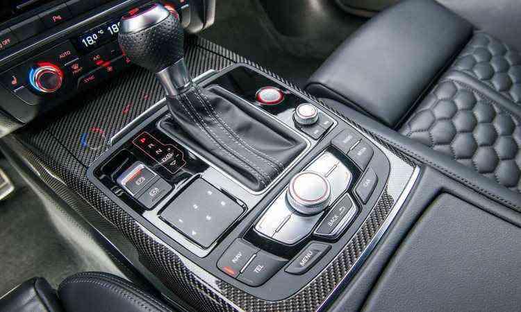 O modelo tem câmbio automático de oito marchas e muito mimos eletrônicos à disposição - Audi/Divulgação