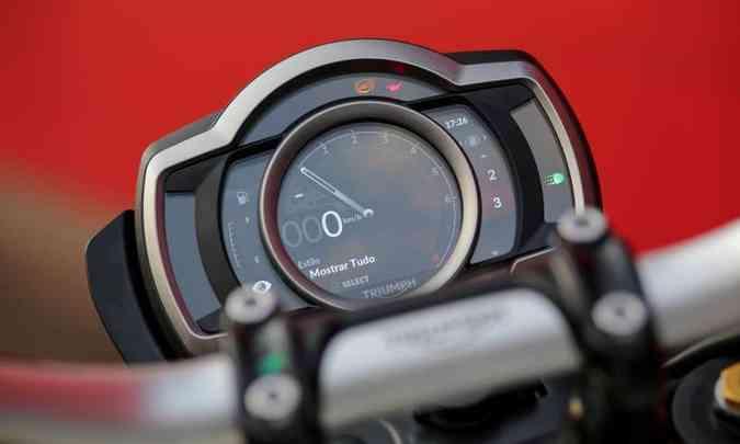 O painel com tela TFT pode ser regulado na inclinação e na apresentação(foto: João Mantovani/Triumph/Divulgação)
