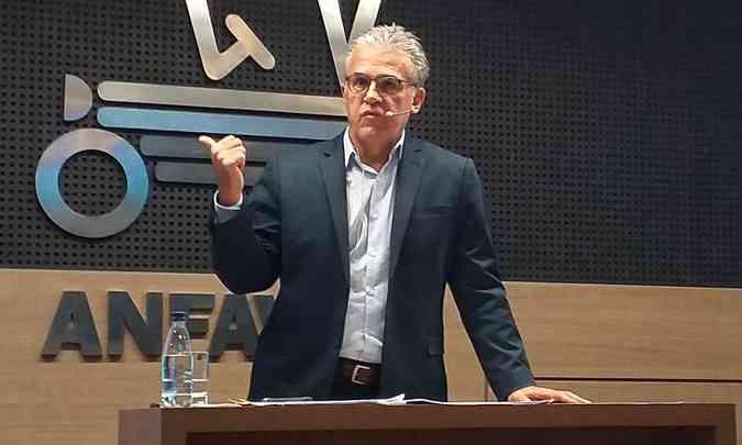 O presidente da Anfavea, Luiz Carlos Moraes, acredita na recuperação do setor em 2022(foto: Anfavea/Divulgação)