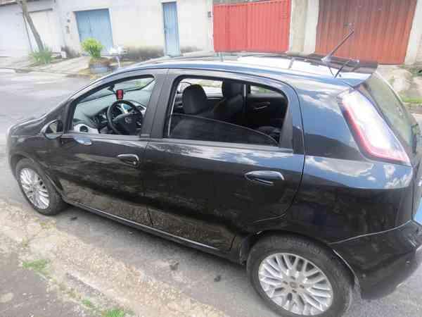 Fiat Punto Essence Dualogic 1.6 Flex 16v 5p 2013 R$ 29.500,00 MG VRUM