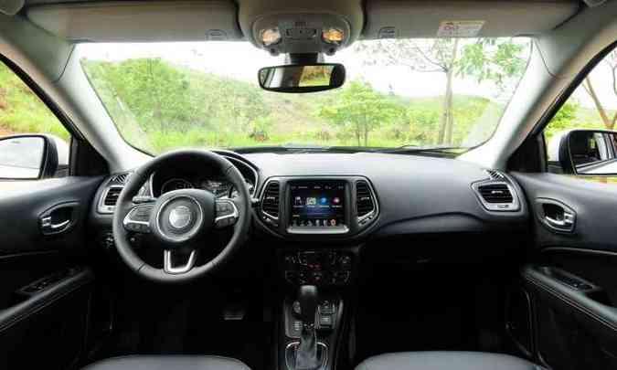 Interior tem acabamento de qualidade, com painel emborrachado(foto: Gladyston Rodrigues/EM/D.A Press)